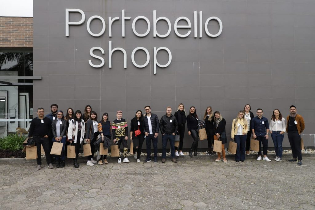 Frente da loja de porcelanato portobello, Apto 161 conhecendo a fábrica da Portobello em Tijucas, SC. Portobello experience.